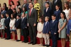 S.M. el Rey junto con los alumnos ganadores   © Casa de S.M. el Rey