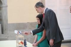 La ganadora de Galicia, Marta Villar junto con S.M. el Rey   © Casa de S.M. el Rey