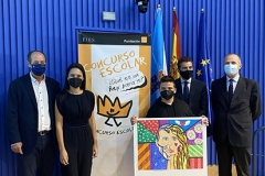 El ganador de Galicia 2021 con su profesora y autoridades